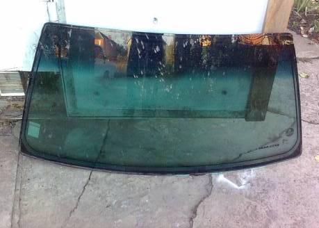 Удаление сколов на автомобиле на стекле